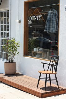 """A Visit To LA'S County Ltd. – """"T-shirts & Chairs"""" - Photo 1 of 11 -"""
