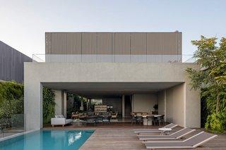 A Modern Beachfront House in São Sebastião, Brazil - Photo 8 of 14 -