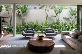 A Modern Beachfront House in São Sebastião, Brazil - Photo 5 of 14 -