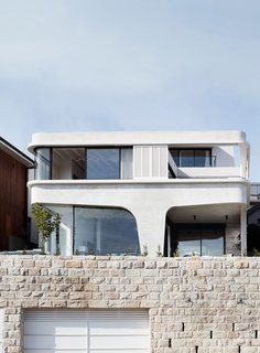 This Resurrected Beach Home Near Sydney Stands on a Concrete Leg
