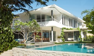 An Australian Home Nods to Oscar Niemeyer With Curvaceous Concrete Forms