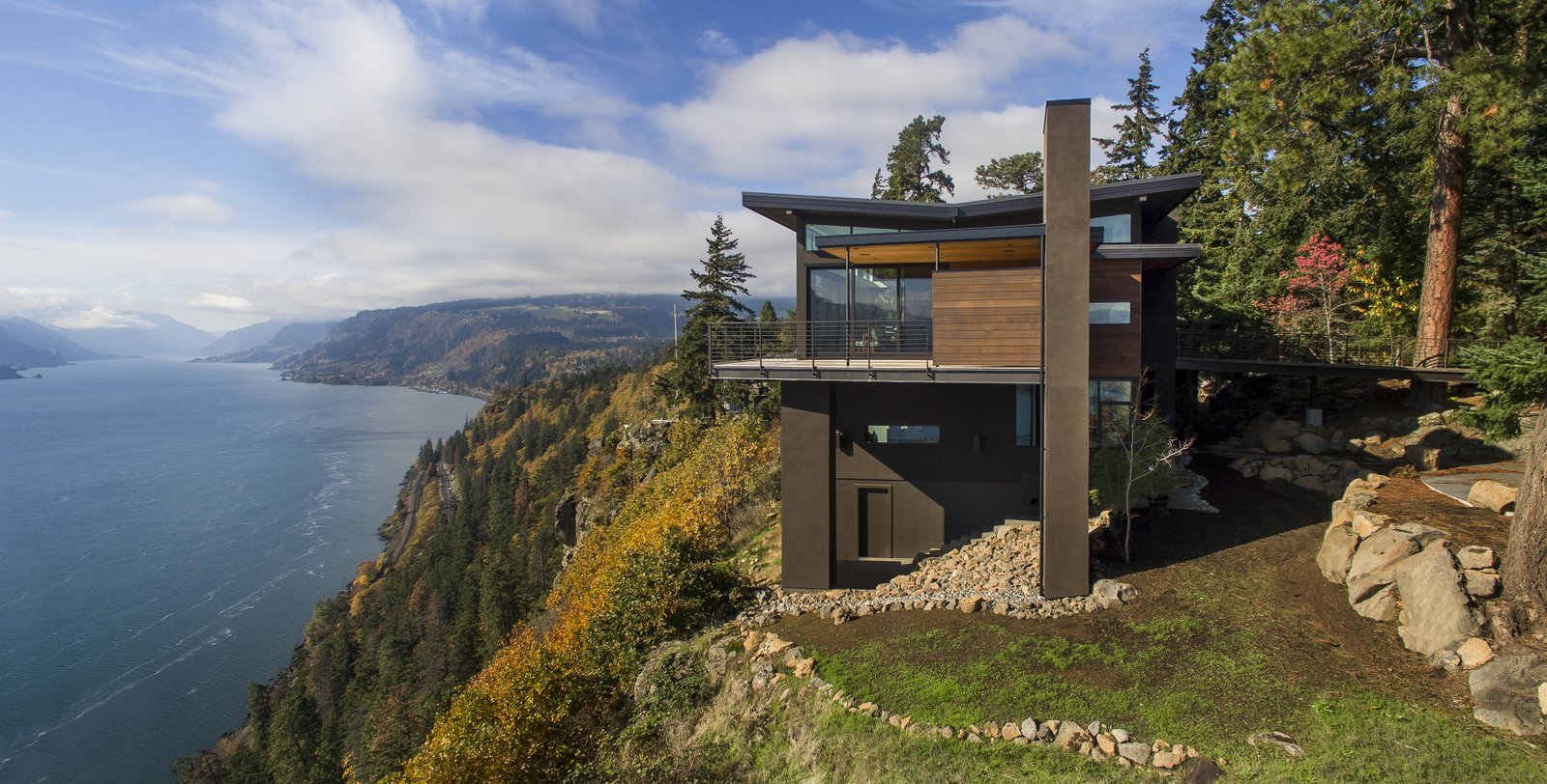 photo 4 of 9 in 9 stunning examples of homes built on and around cliffs from cliff house dwell. Black Bedroom Furniture Sets. Home Design Ideas