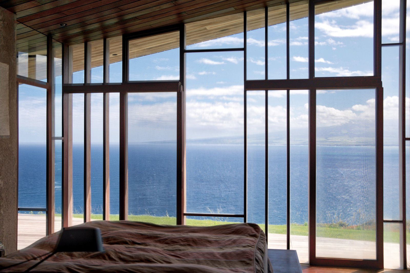 Bedroom, Dark Hardwood Floor, and Bed  The Clifftop House by Modern on Maui - Liam Ball