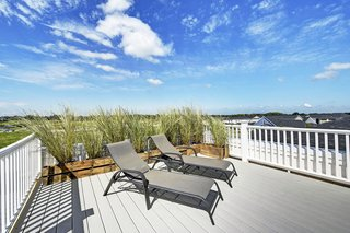 The third-floor rooftop terrace provides beautiful unobstructed views of nature and the surroundings.