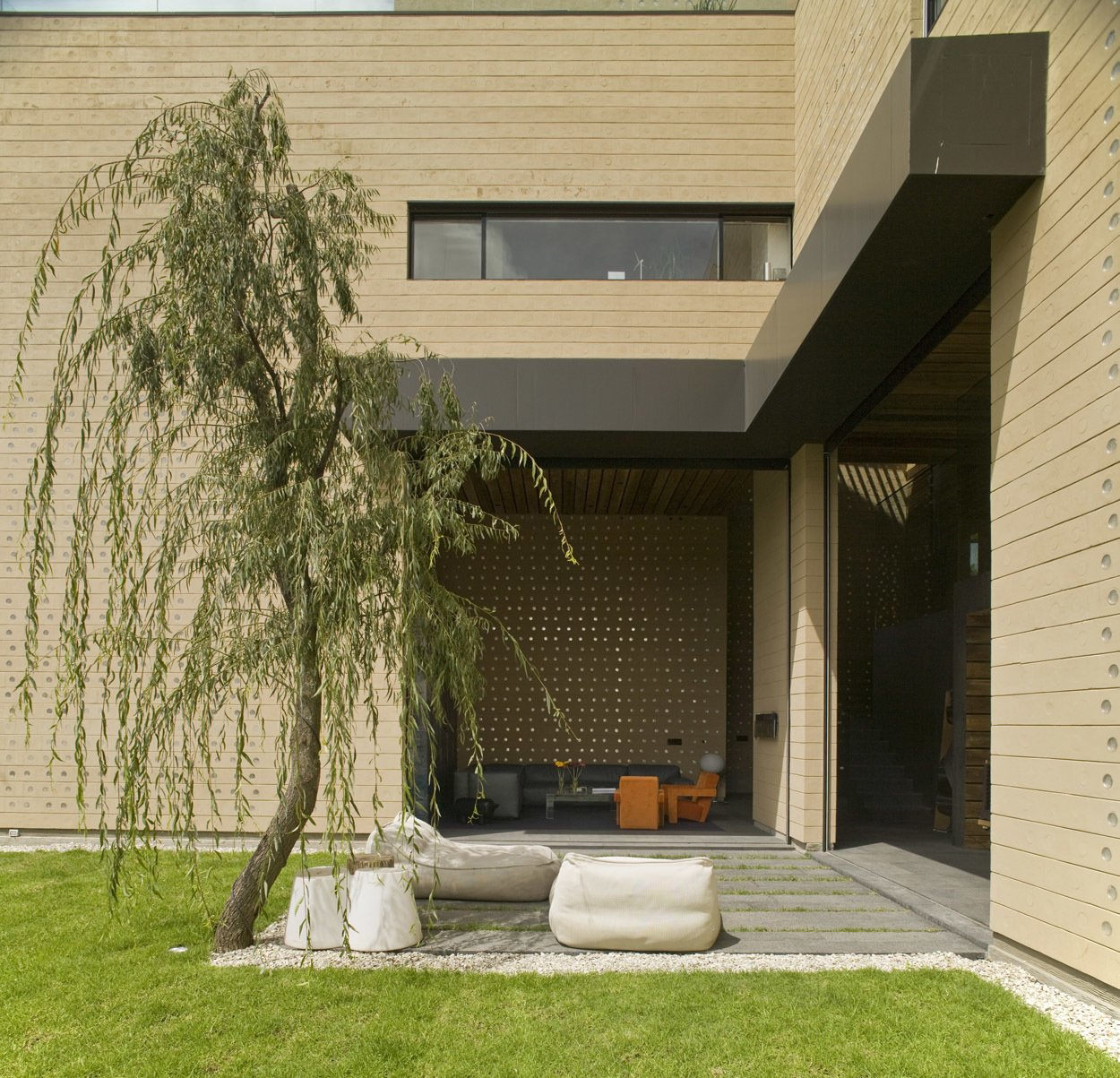 Casa Tierra by Serrano Monjaraz Arquitectos