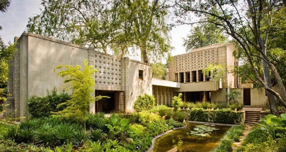 Modern Master: Frank Lloyd Wright