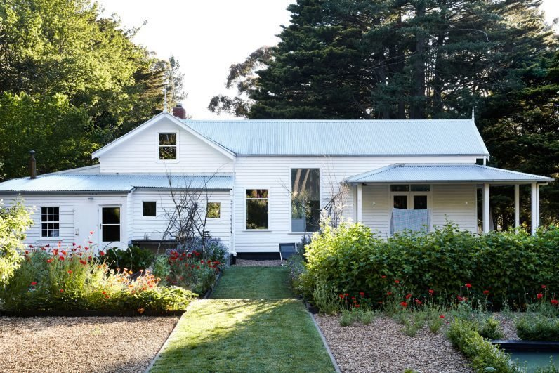 Clean Lines  Photo 7 of 11 in 10 Modern Gardens That Freshen Up Traditional Homes