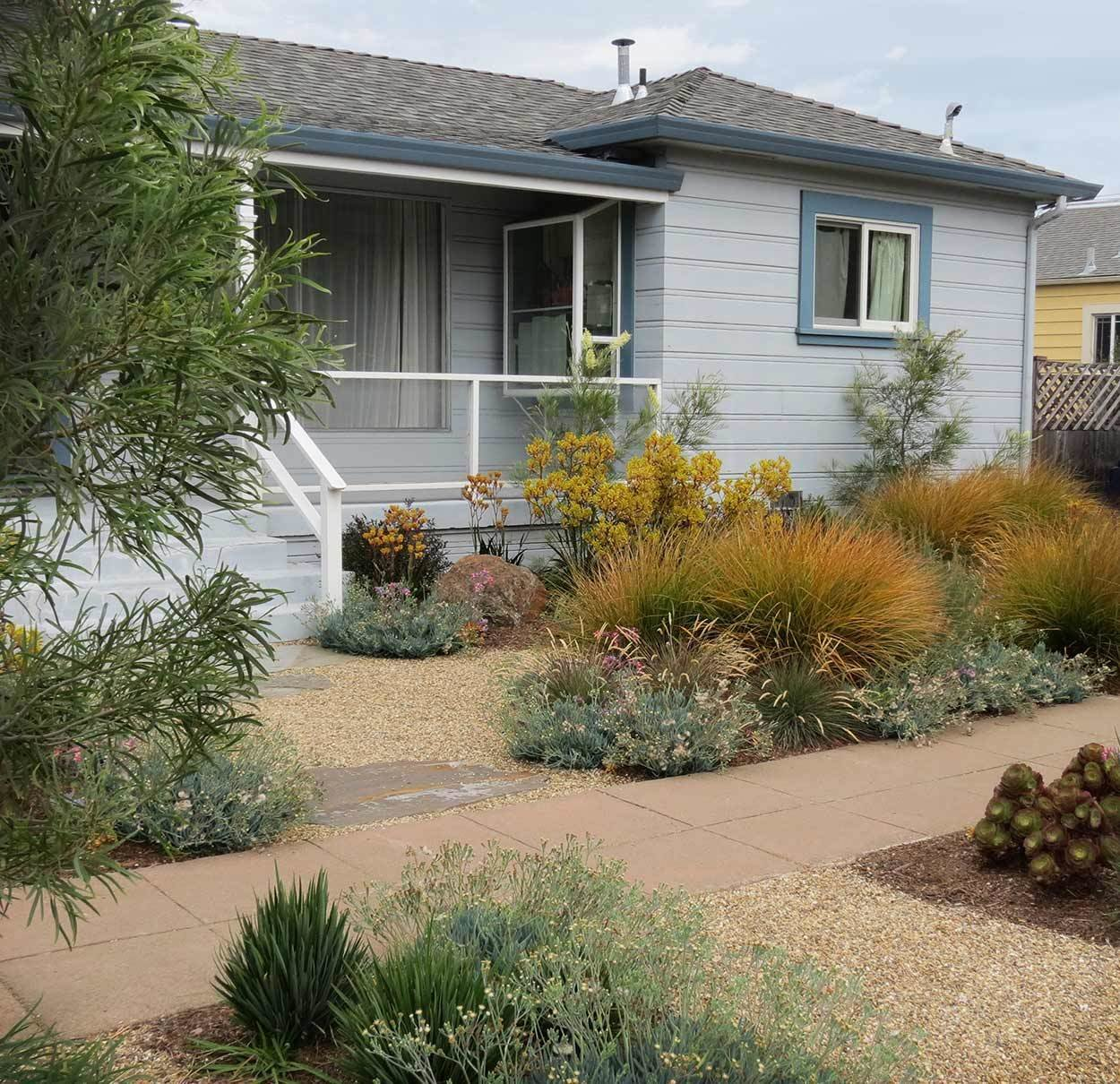 Decomposed Granite  Photo 9 of 11 in 10 Modern Gardens That Freshen Up Traditional Homes