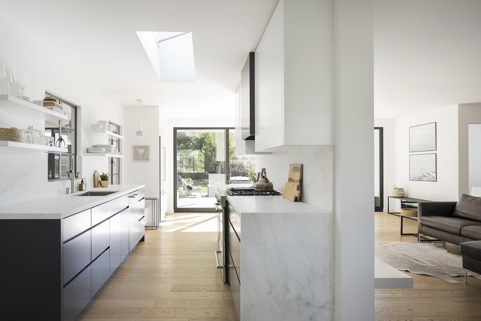 Kitchen, Drop In Sink, and Light Hardwood Floor  Vista De la Cumbra