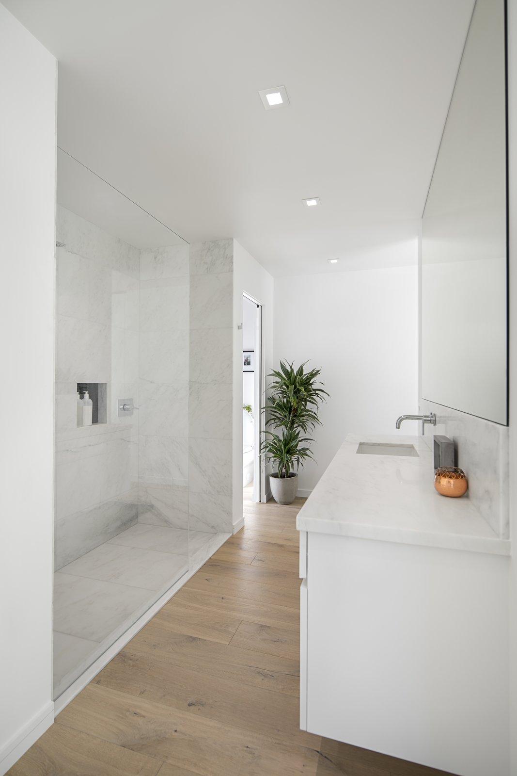 Bath Room, Light Hardwood Floor, Drop In Sink, Open Shower, and Ceiling Lighting  Vista De la Cumbra