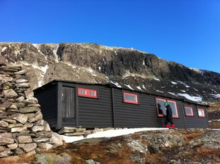 Tvergastein Hut / Photo by Håkon Os Bjerkås