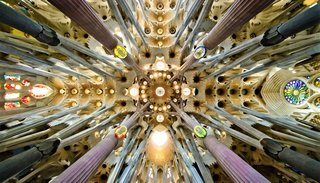 Sagrada Família Basílica & Temple / Detail of the roof in the nave. Gaudí designed the columns to mirror trees and branches.