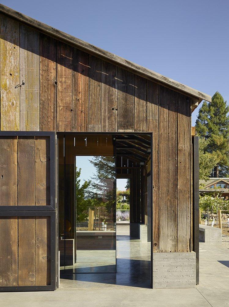 Outdoor  Napa Vineyard Barn by Centric General Contractors