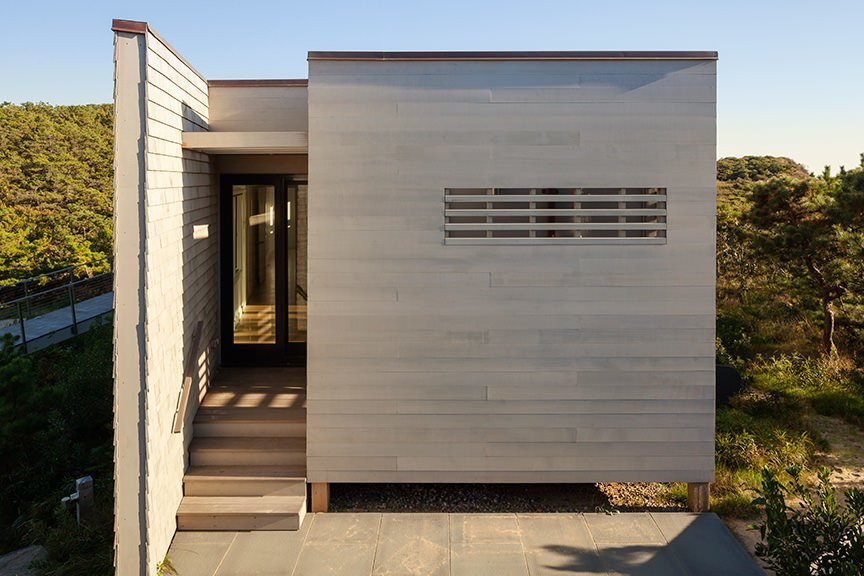 Exterior, Flat RoofLine, House Building Type, and Wood Siding Material  House of Shifting Sands by Ruhl Studio Architects