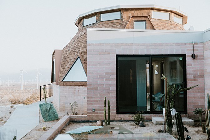 Outdoor, Side Yard, and Desert  Geodesic Dome House
