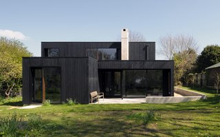 10 Houses That Tell Us Black is Back - Photo 6 of 9 -