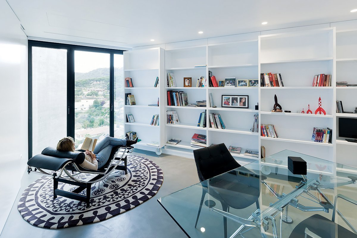 Office, Desk, Study Room Type, Bookcase, Concrete Floor, and Chair  Casa X