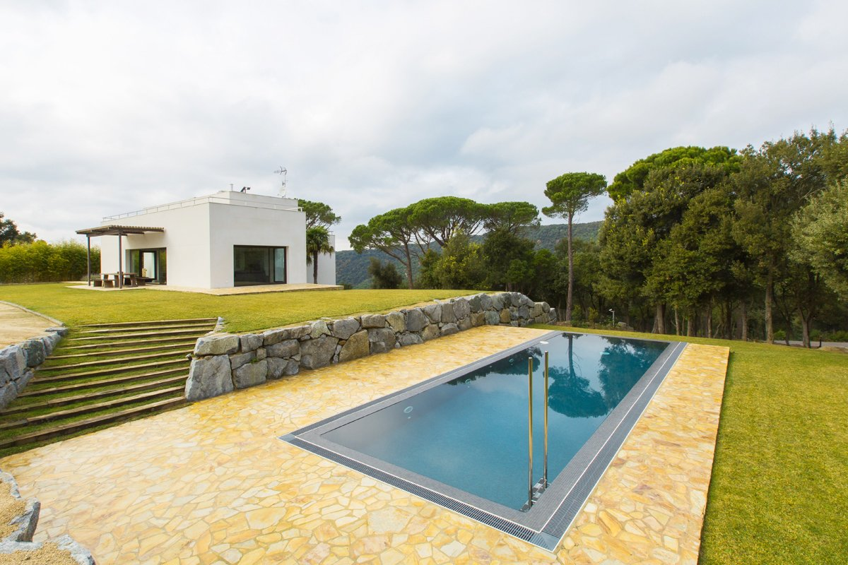 Outdoor, Back Yard, and Large Pools, Tubs, Shower  Barcelona Sanctuary