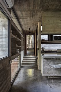 Revealed courtyards throughout the home change the atmosphere due to the effects produced by the light entering.