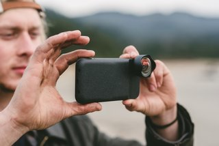 The tactile shutter button brings the best of high-end camera technology to your mobile photography workflow.