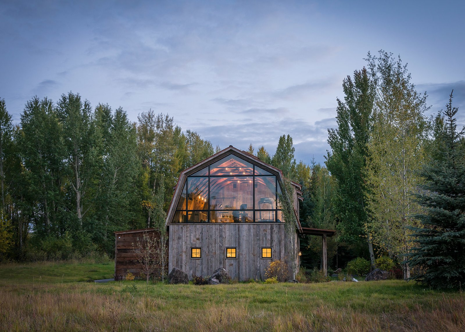 A Guest Barn In Jackson Wyoming Fuses Modern And Rustic