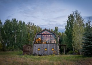 A Guest Barn in Jackson, Wyoming, Fuses Modern and Rustic Elements