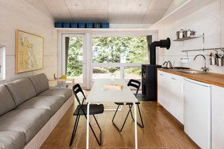 An Angled Cabin in British Columbia Makes an Ideal Island Retreat - Photo 4 of 5 -