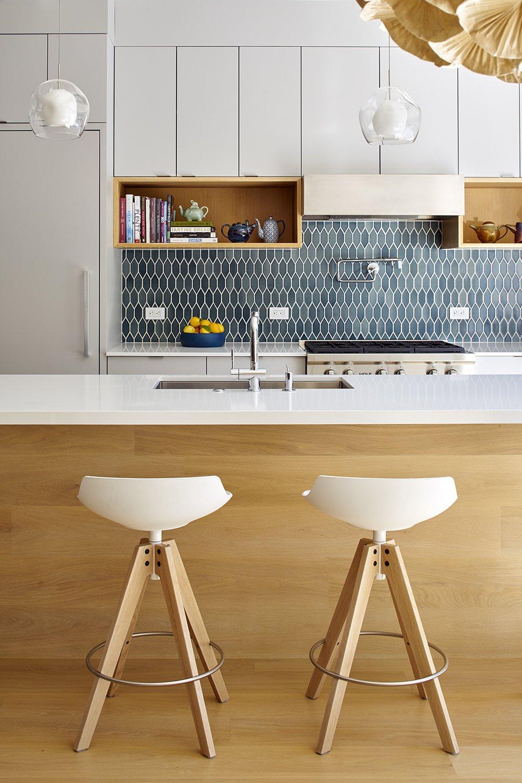 Kitchen, Range, Range Hood, and Pendant Lighting  Randall Street by YAMAMAR Design