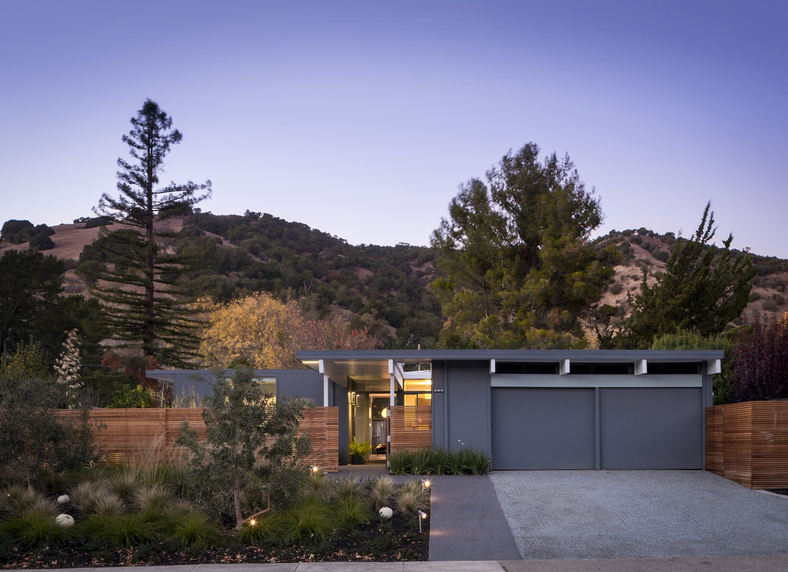 Exterior  Marinwood Eichler by building Lab