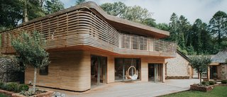 How a Steam-Bent Home Took Shape in Cornwall