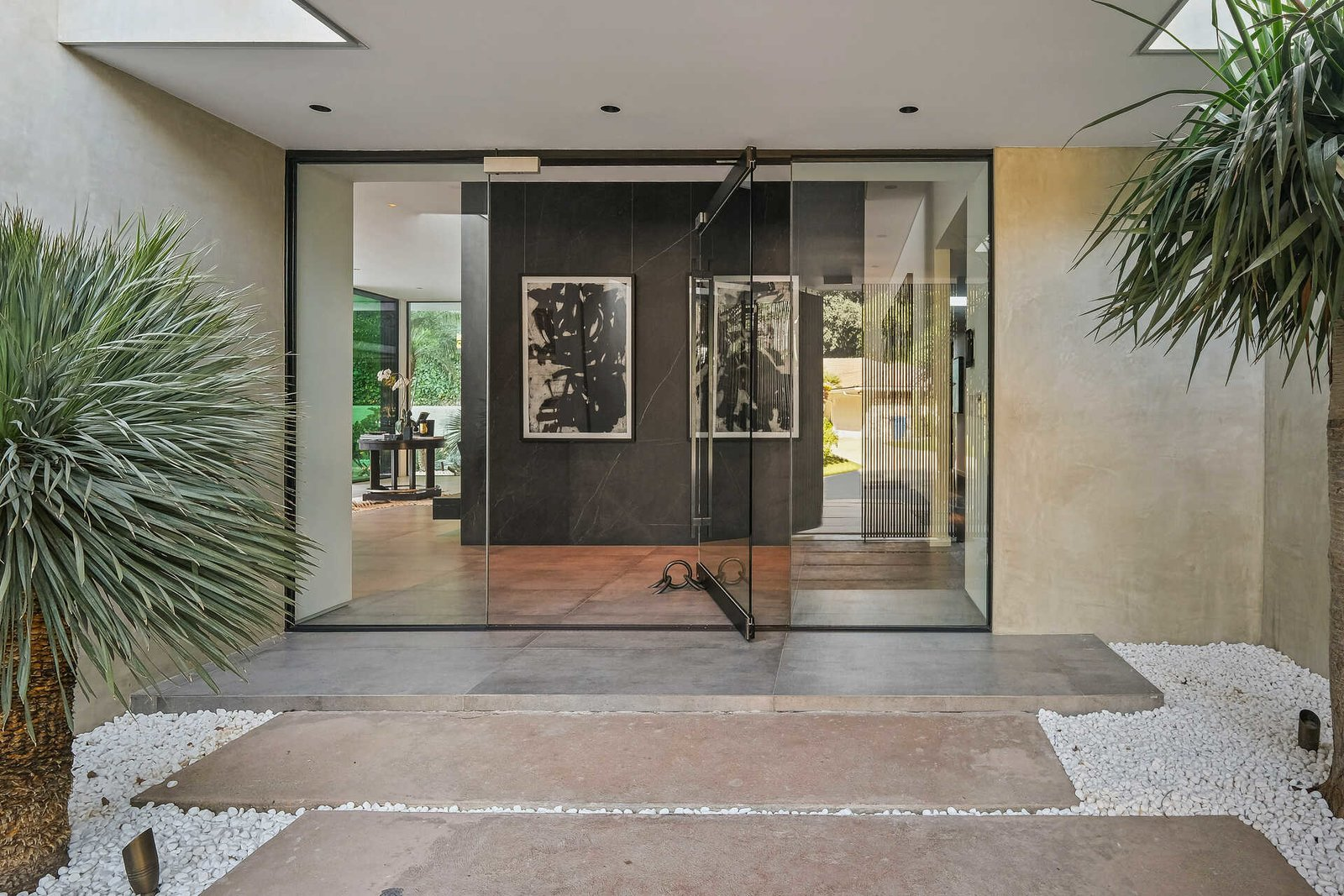 Exterior, Flat RoofLine, and House Building Type  A Midcentury Modern Oasis in Bel Air