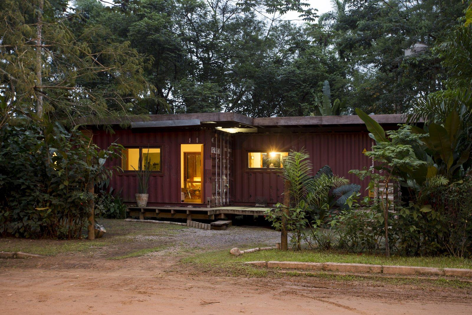 Ubatuba House by Marcos Schneeberger Marques