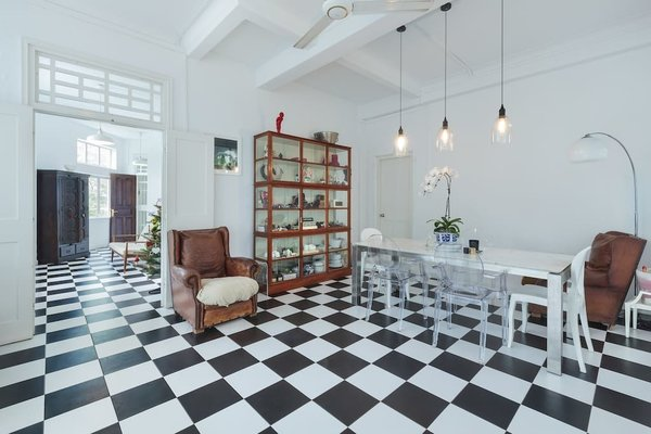 Close to Singapore's main downtown shopping street, Orchard Road is a commodious 2,500-square-foot apartment with black-and-white checkered tile floors and comfy leather armchairs. It brings elements from Singapore's colonial past into the present.