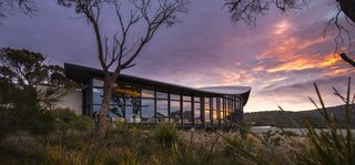 This Modern Tasmanian Resort  Reflects the Natural Forms Surrounding It