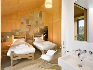 Take a Modern British Holiday in a Gleaming Cantilevered Barn - Photo 9 of 10 -