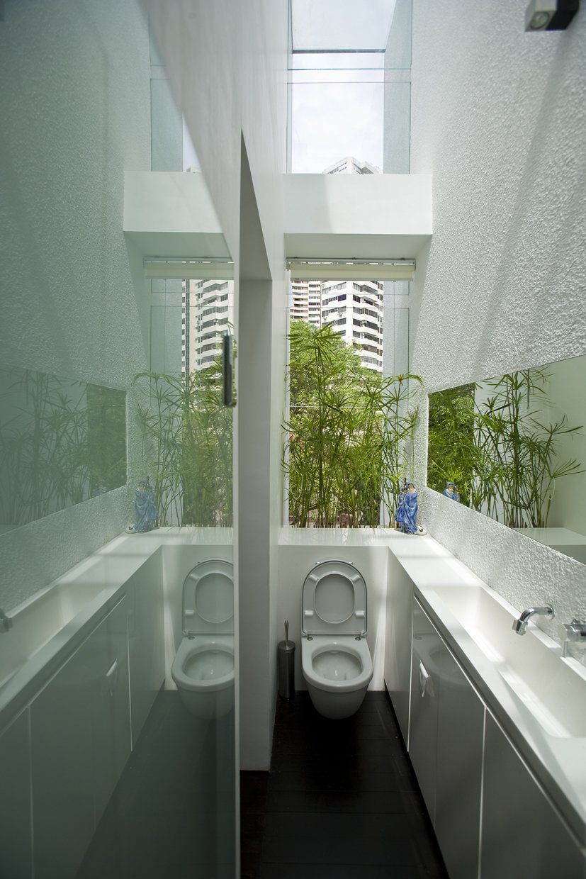 Table, Wood Patio, Porch, Deck, Gardens, Rooftop, One Piece Toilet, Undermount Sink, Engineered Quartz Counter, Dark Hardwood Floor, Windows, and Skylight Window Type  Photo 13 of 13 in This Modern Home in Singapore Is a Living Urban Jungle