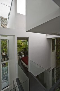 This Modern Home in Singapore Is a Living Urban Jungle - Photo 8 of 12 -