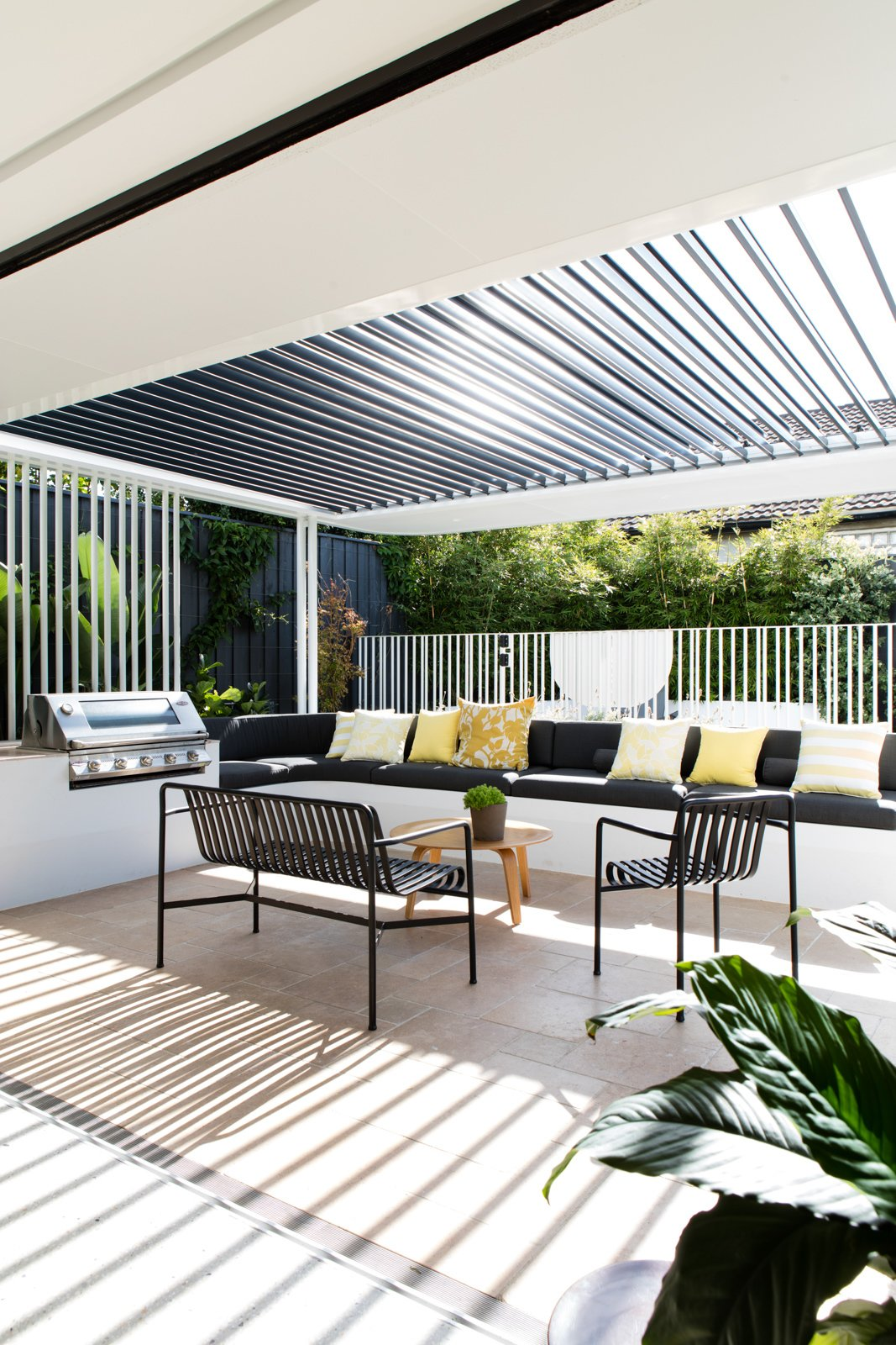 Outdoor, Back Yard, and Metal Fences, Wall  Conway Atkins House from A Heritage Art Deco House in Australia Gets a Modern Update