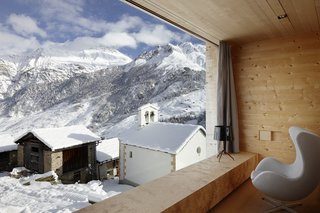 Located in the Graubünden region of the Swiss mountains, this vacation property designed by Swiss architect Peter Zumthor is a modern reinterpretation of the traditional timber houses found in the area of Leis.