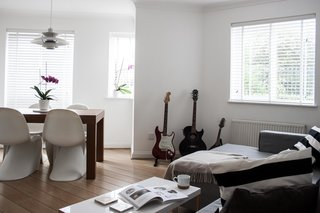 8 Stylish London Apartments - Photo 4 of 8 - The two architects who live in this North London flat used a mostly white color scheme and well-chosen accessories to create a home with a touch of Nordic warmth and a splash of Italian sophistication.