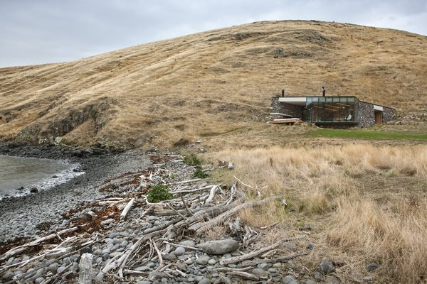 Stay at a Stone-and-Glass Retreat in a Remote New Zealand Bay - Photo 3 of 10 -