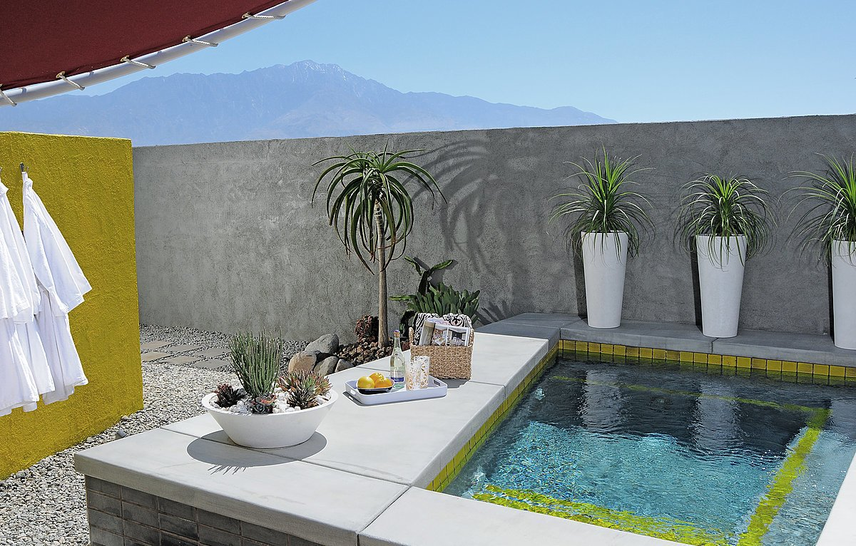 Outdoor, Back Yard, Raised Planters, Hot Tub Pools, Tubs, Shower, Concrete Fences, Wall, Walkways, and Hardscapes  Photo 13 of 13 in Escape to a John Lautner Micro-Resort in the Californian Desert