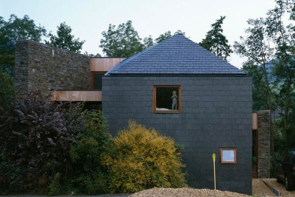A Hovering House in the Welsh Hills That You Can Call Your Own For a Week - Photo 2 of 8 -