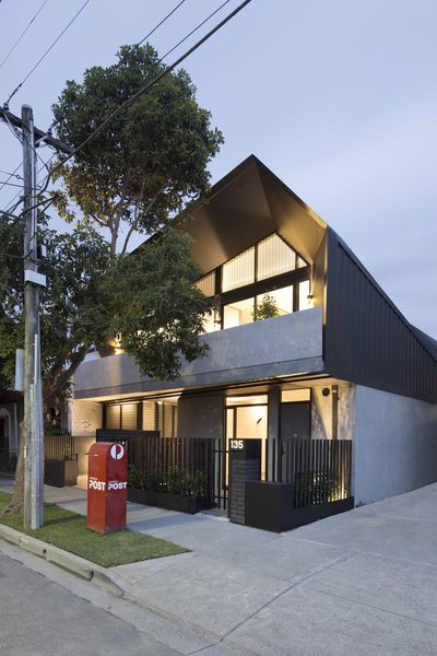 What Looks Like a Single Dwelling in Melbourne Actually Holds Six Walk-Up Apartments - Photo 2 of 14 -