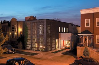 The most distinctive feature of this Chicago home is its two-sided, honeycomb-patterned, brick-screen facade that lets in sunlight and fresh air in the day, and turns the home into a dazzling light box at night.