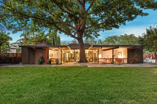 At 2,435 square feet, this H-shaped Eichler designed by Claude Oakland around 1969 is much larger than earlier models.