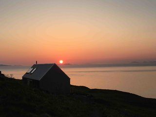 Stay In A Modern Tin Cottage On Scotland S Isle Of Skye