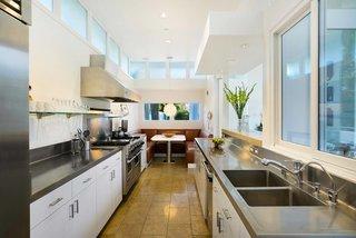Actor Brendan Fraser's Former Beverly Hills Home Is For Sale For $4.25 Million - Photo 5 of 12 -