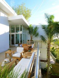 Actor Brendan Fraser's Former Beverly Hills Home Is For Sale For $4.25 Million - Photo 12 of 12 -