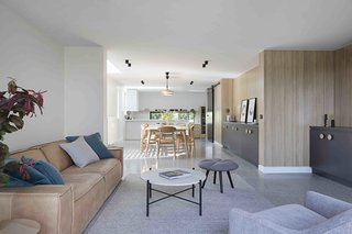 A Remodel Turns a Dark and Choppy House in Melbourne Into a Bright, Flexible Family Home - Photo 5 of 16 -